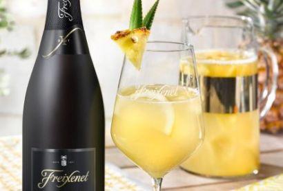 Cocktail - SANGRÍA BLANCA WITH CORDÓN NEGRO